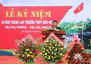 Thầy Trần Bảo Ngọc-Hiệu trưởng Nhà trường ôn lại truyền thống nhà trương trong 10 năm qua