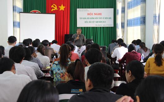 Đ/c Nguyễn Văn Hoà-PGĐ Sở GDĐT phát biểu tại hội nghị