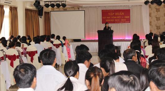 Đ/c Đỗ Thị Việt Hà-PGĐ Sở GDĐT phát biểu tại lớp tập huấn