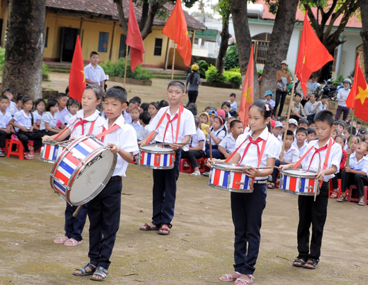 Học sinh Trường Tiểu học Lê Hồng Phong rộn ràng bước vào năm học mới