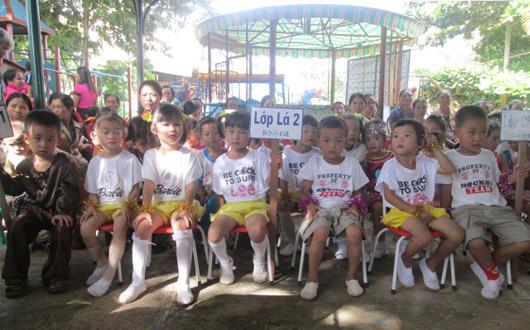 Các cháu học sinh Trường Mầm non Hoa Mai, xã Đắk Sôr (Krông Nô) trong buổi khai giảng