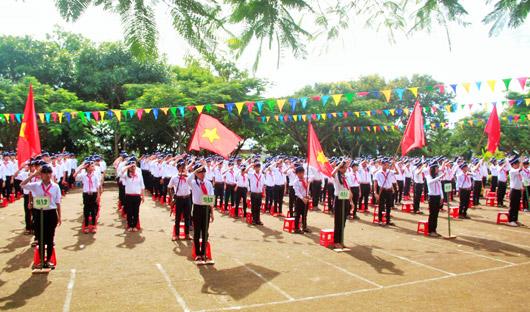 Toàn cảnh buổi khai giảng năm học tại Trường THCS Nguyễn Huệ