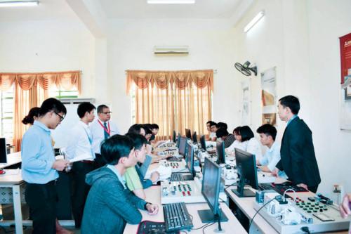 Đào tạo nhân lực chất lượng cao là nhu cầu tất yếu để phát triển vùng kinh tế trọng điểm. Ảnh: TG