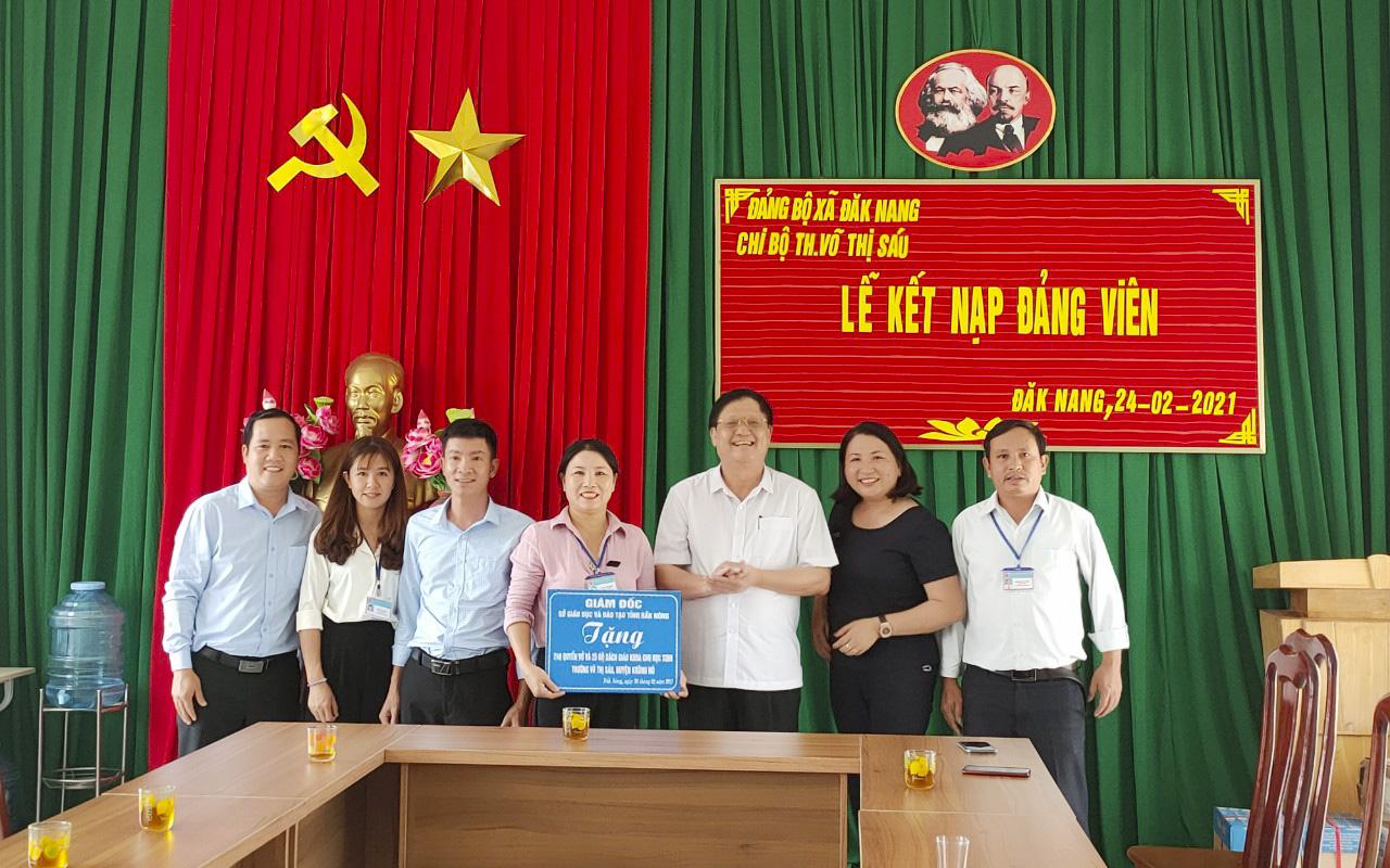 Giám đốc Sở GDĐT thăm, tặng quà cho các trường tiểu học trên địa bàn tỉnh nhân dịp đầu năm Xuân Tân Sửu 2021