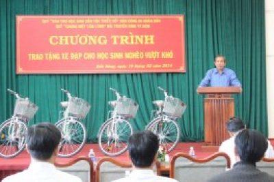 Trao tặng 50 xe đạp cho học sinh nghèo vượt khó