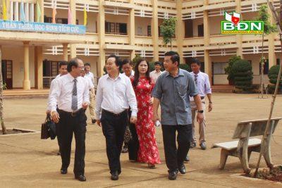 Bộ trưởng Bộ Giáo dục và Đào tạo Phùng Xuân Nhạ làm việc với ngành giáo dục tỉnh Đắk Nông