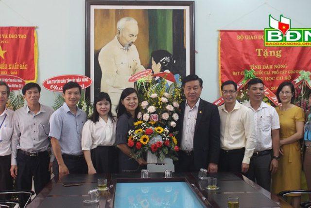 Lãnh đạo tỉnh Đắk Nông thăm, chúc mừng Ngày Nhà giáo Việt Nam