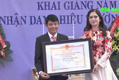 Đồng chí Tôn Thị Ngọc Hạnh dự khai giảng tại Trường THPT Trường Chinh