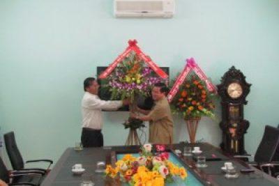 Nhân kỷ niệm 31 năm ngày Nhà giáo Việt Nam (20/11/1982-20/11/2013), các đồng chí lãnh đạo tỉnh đã đến thăm và chúc mừng cán bộ, nhân viên Sở Giáo dục-Đào tạo.