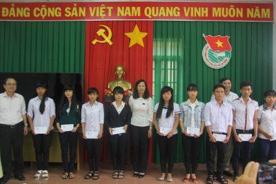 Trao 40 suất học bổng tặng học sinh dân tộc thiểu số tỉnh Đắk Nông