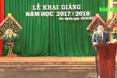 Chủ tịch UBND tỉnh dự khai giảng tại trường N'Trang Lơng