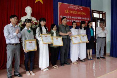 Tuyên dương học sinh đạt học sinh giỏi cấp quốc gia năm 2016