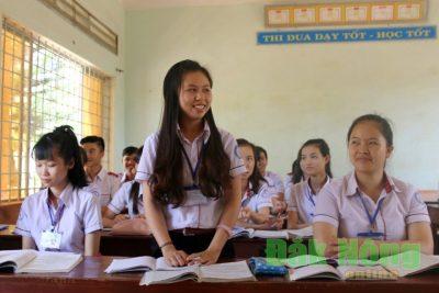 Trường THPT Đắk Song chú trọng phát triển đảng viên trong học sinh
