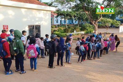 Các trường mầm non, tiểu học bảo đảm an toàn phòng dịch khi đón học sinh đi học trở lại