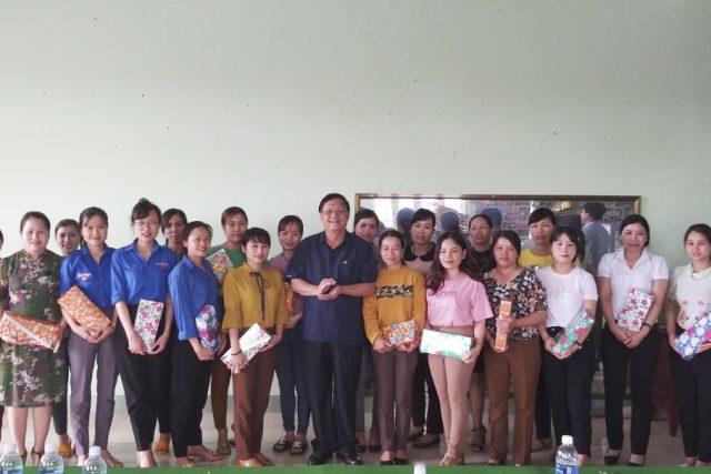 Công đoàn Giáo dục tỉnh Đắk Nông cùng đồng chí Nguyễn Văn Toàn, Giám đốc Sở Giáo dục và Đào tạo thăm và tặng quà cho cán bộ, giáo viên và người lao động