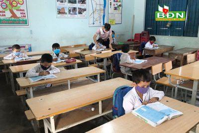 Vất vả, áp lực nhưng luôn cố gắng, giúp học sinh nắm được kiến thức, theo kịp chương trình